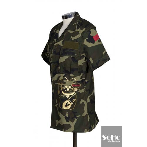 c296ef2918 Camisa camuflaje militar customizada con originales apliques.